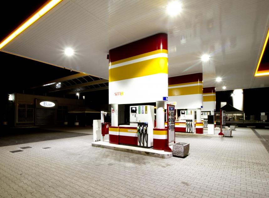 Hitechled - stazione di servizio San Marco Petroli 1